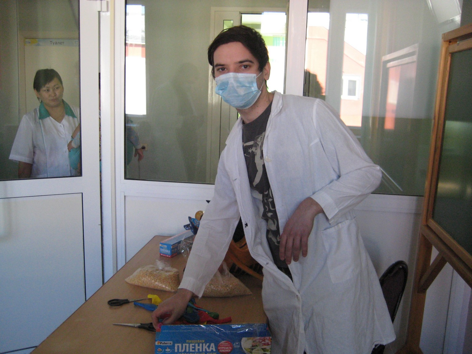 арт-терапия 26 февраля 2011 иностранные волонтеры в ДРКБ 001