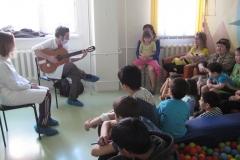 арт-терапия 26 февраля 2011 иностранные волонтеры в ДРКБ 009