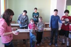 арт-терапия 26 февраля 2011 иностранные волонтеры в ДРКБ 044