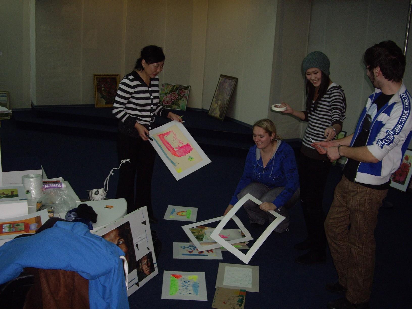 волонтеры ВСГАКИ и Беньямин в музее